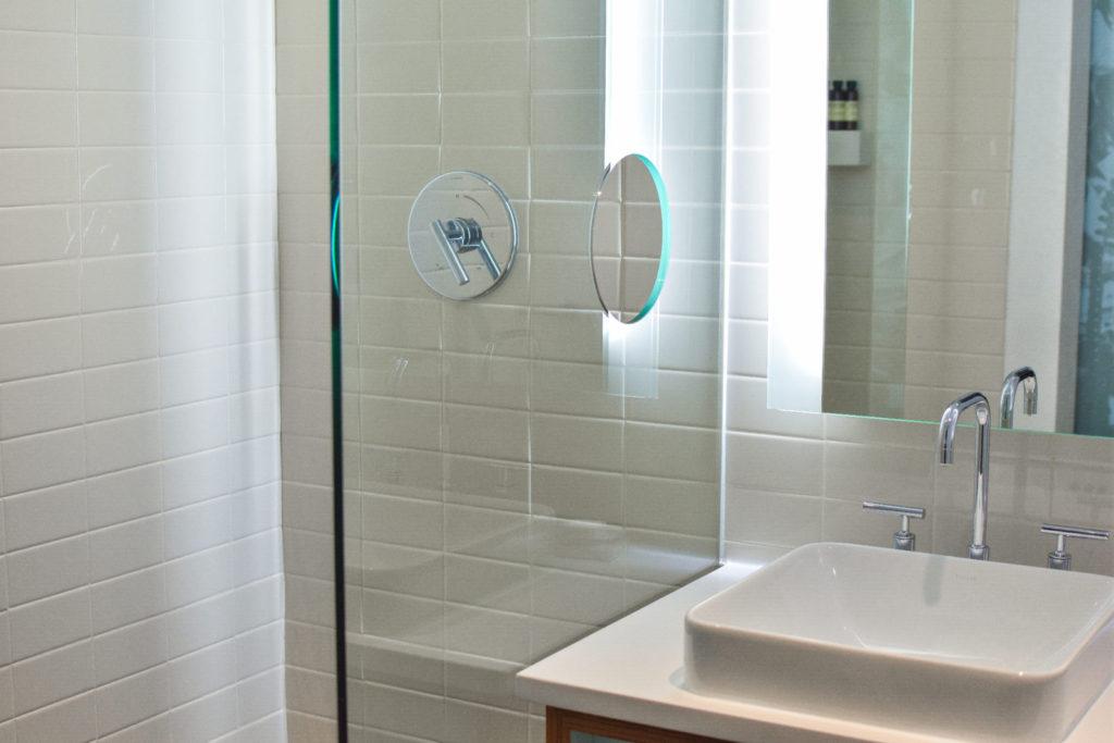 koupelna, umývadlo, sprchovací kout